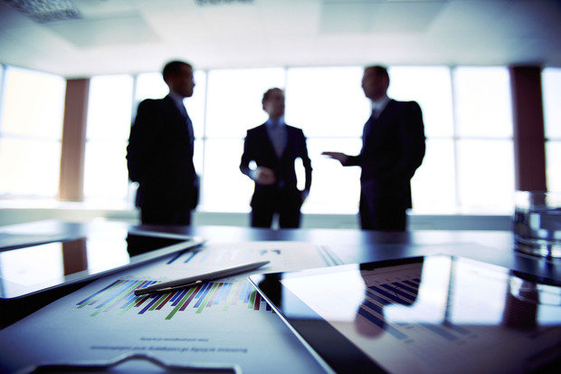 cwd01-news-1-business-meeting-finance-office-team-teamwork-strategy-technology-planning-discussion-boardroom-tablet-computing-data-brainstorm-thinkstock-100365065-primary-idge